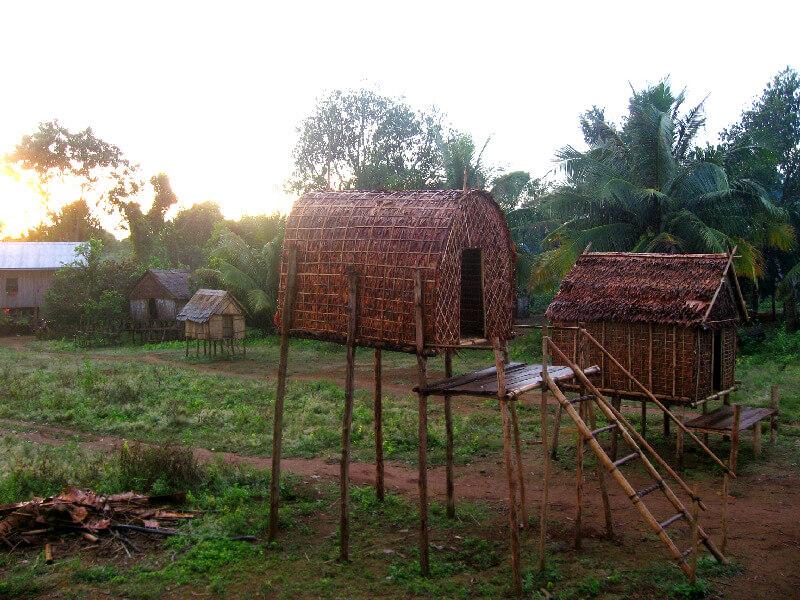 Backpacken Ban Lung reistips traditionele huizen