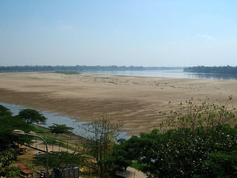 Laos zandbank in Mekong bij Vientiane