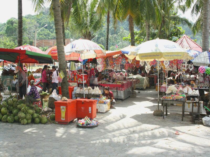 Reistips backpacken Kep markt