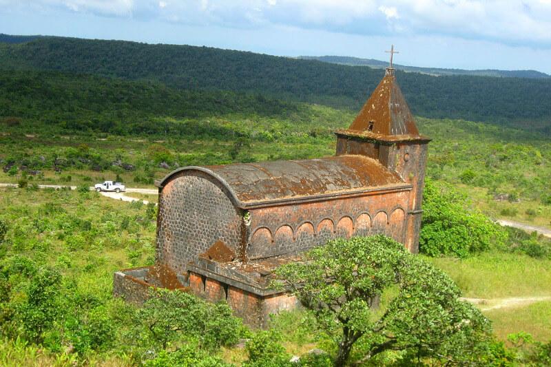 Reistips backpacken Kampot Bokor Hill kerk