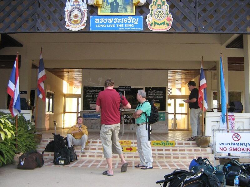 Backpacken in Ban Huay Xai Thaise immigratie Chiang Khong