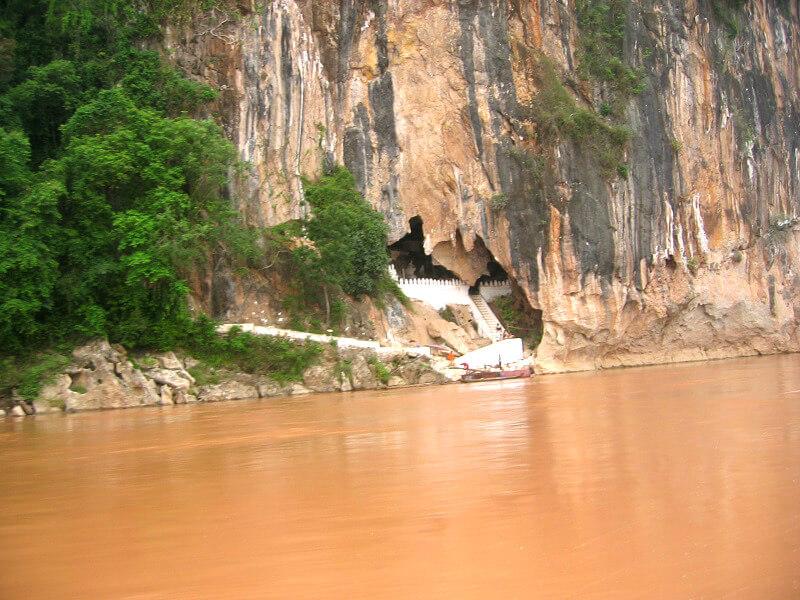 Backpacken in Laos grotten van Pak Ou