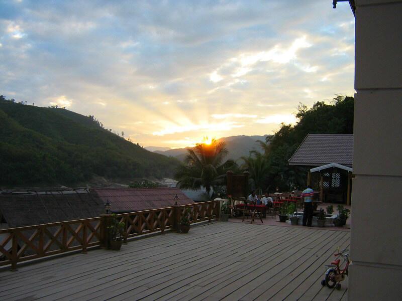 Backpacken reistips Pak Beng Laos zonsondergang