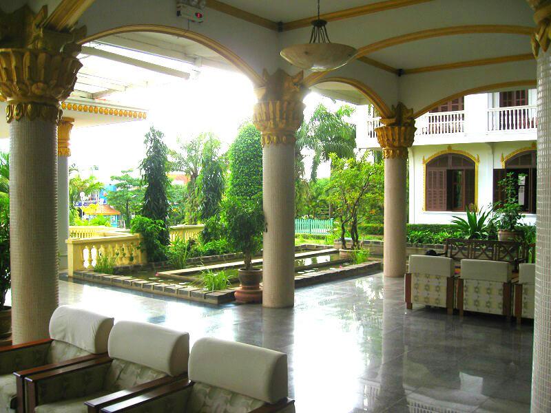 Reistips backpacken Pakse Champasak Palace hotel