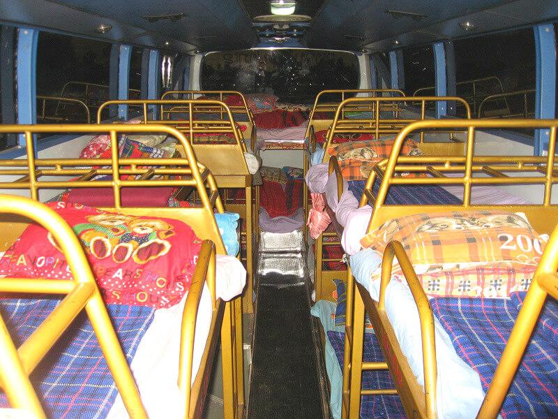 Vervoer in Laos nachtbus binnenkant