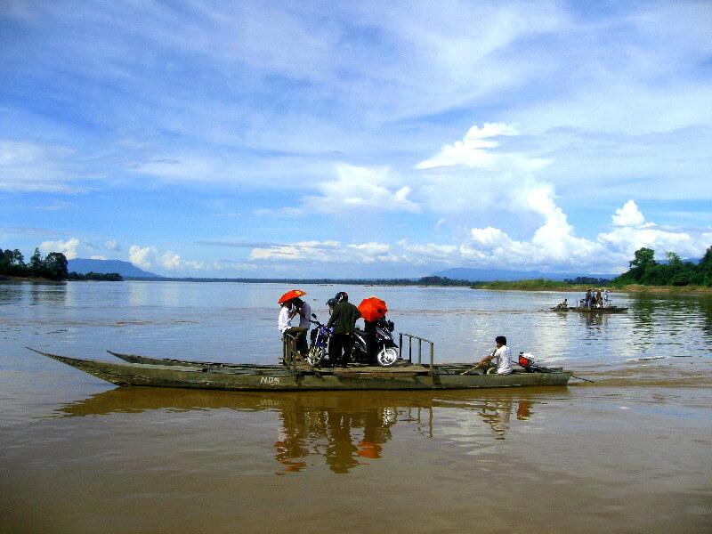 Vervoer in Laos voetgangers ferry