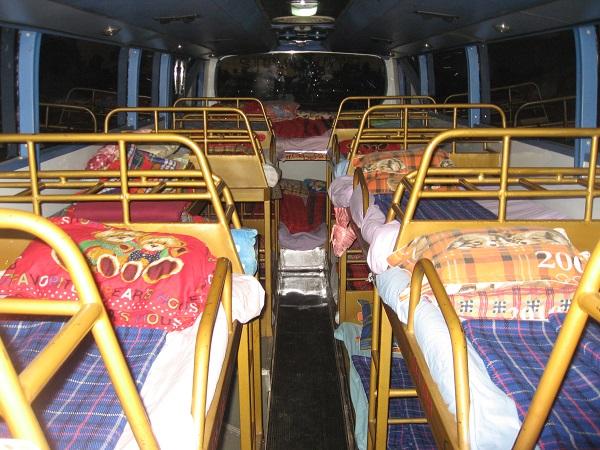 Binnenkant van een nachtbus in Laos