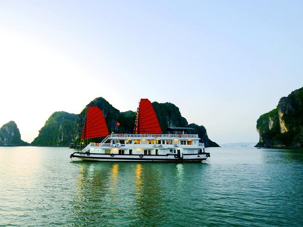 Budget Halong Bay boot tour