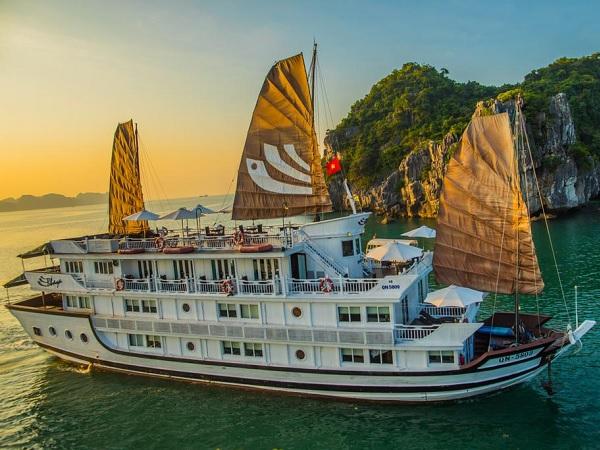 Halong Bay boot tour tips