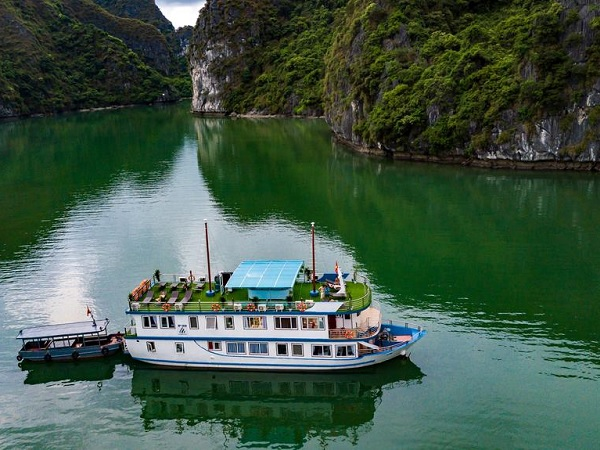 Middenklasse boot tour Halong Bay tips