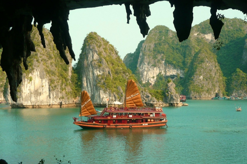 Halong Bay boot tips